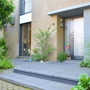 Betonplatteneleganz am Eingang
