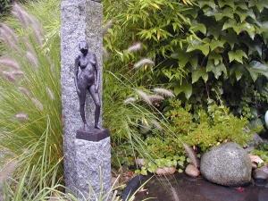 Kunst im Garten Bronzefrau
