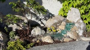 Gartenstilleben mit Steinen