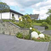 Steinmauer-Natursteinveredelung