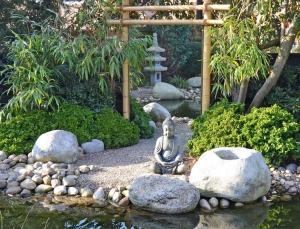 Japanischer Garten mit Spiegel