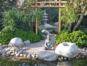 Spiegel im japanischen Garten