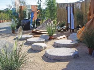 Steinliege im Garten