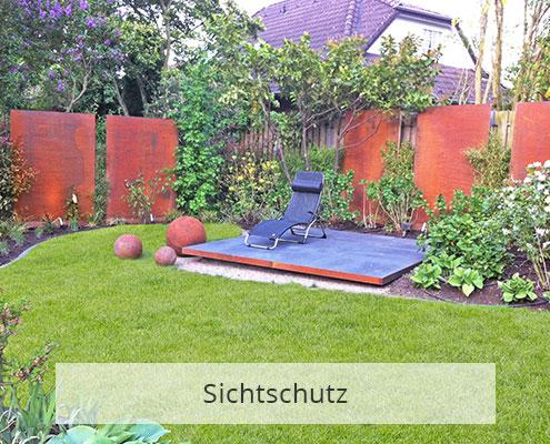 Sichtschutz durch Stahl und Pflanzen